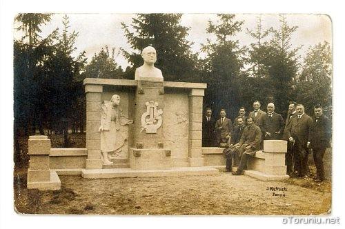 Pomnik_Moniuszki.jpg